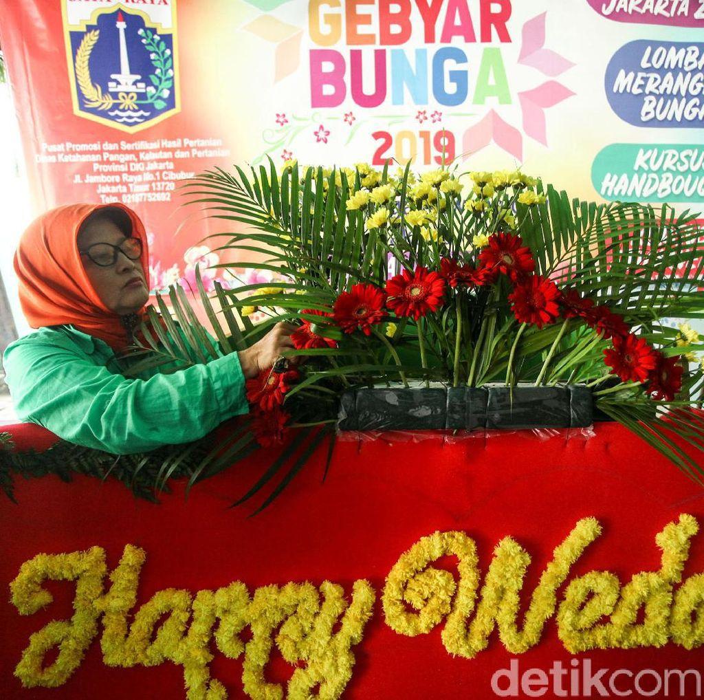 Aksi Ibu-ibu PKK Ramaikan Acara Gebyar Bunga 2019
