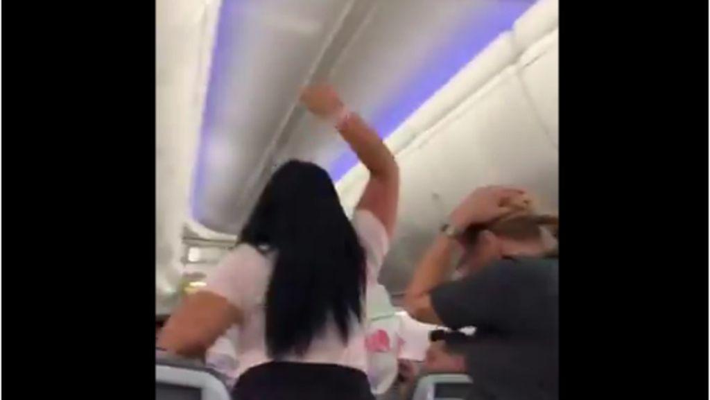 Lirik Wanita Lain di Pesawat, Istri Pukul Suami Pakai Laptop