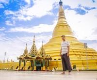 Saat di Myanmar, Wakker berkunjung ke Pagoda Uppatasanti. (plugmeintravel/Instagram)