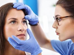 Mata Iritasi, Wanita Ini Tuntut Gucci Rp 31 M Setelah Dipaksa Coba Eyeliner
