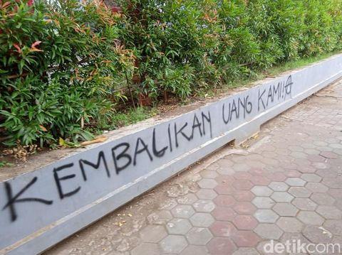 Aksi vandalisme di Gedung Pemkab Bojonegoro/