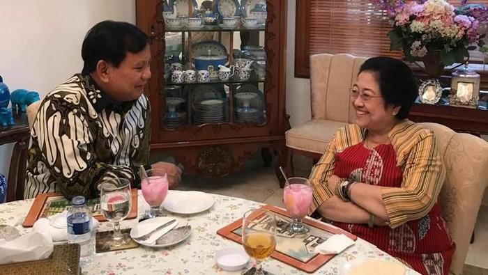 Nasi goreng jadi menu pilihan dalam pertemuan politik Prabowo dan Megawati (Foto: Dok. PDIP/Istimewa)