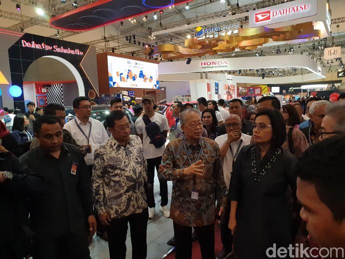 Menteri Keuangan Sri Mulyani mengunjungi pameran otomotif GIIAS 2019 di ICE, BSD, Tangerang, Rabu (24/7/2019).