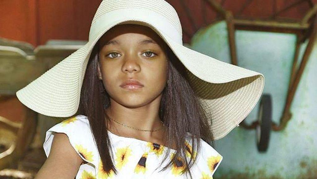 Rihanna Kaget Lihat Gadis Kecil yang Disebut Kembarannya
