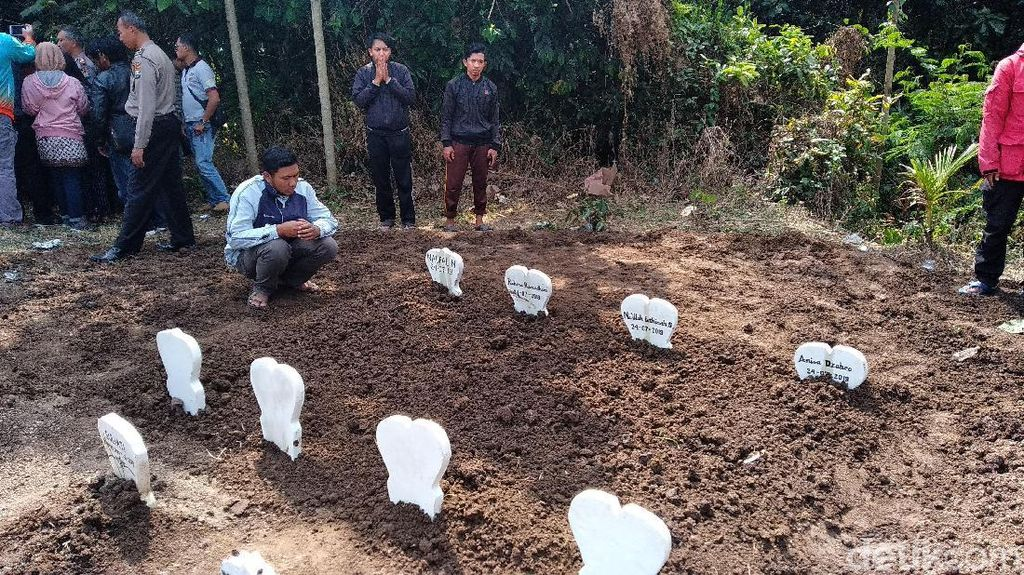 Empat Bocah Korban Kebakaran di Kota Batu Dimakamkan Dalam Satu Liang