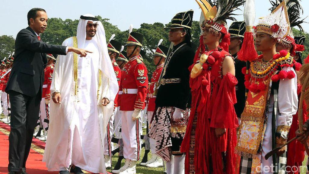 Momen Kedekatan Sheikh Mohamed dan Presiden Jokowi
