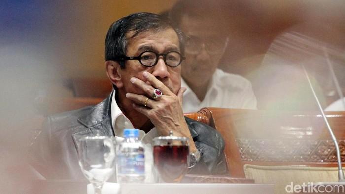 Menkum HAM Yasonna Laoly menghadiri rapat bersama Komisi III DPR. Rapat itu membahas pertimbangan amnesti dari Presiden Joko Widodo unutk Baiq Nuril.