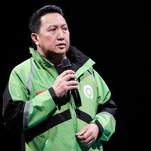 Gaya Boy Thohir Pakai Jaket Gojek Setelah Jadi Komisaris