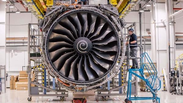 Ada lebih dari 1.800 mesin Trent XWB beroperasi atau dipesan di seluruh dunia. Mesin Trent XWB terdiri dari delapan modul atau komponen utama. Enam dari delapan modul dibikin di Derby dan dua lainnya dari pemasok (Rolls Royce/CNN)