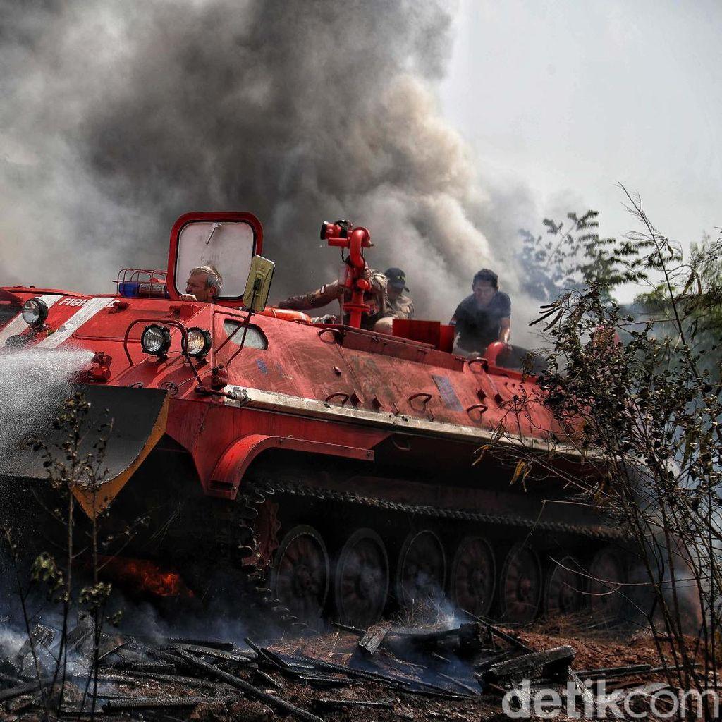 Hebat! Tank Damkar Ini Mampu Tembus ke Pusat Kebakaran