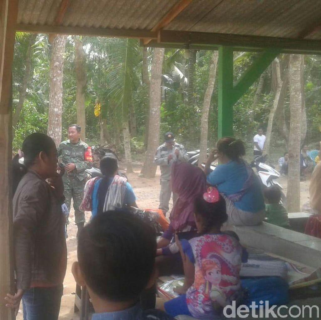 Takut Ada Tsunami, Ratusan Warga di Banyuwangi Ngungsi ke Gunung
