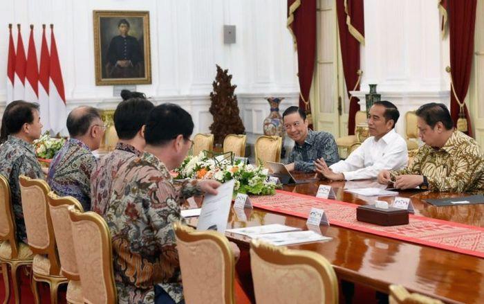 Presiden Joko Widodo (Jokowi) hari ini bertemu dengan delegasi Hyundai Motor Group di Istana Merdeka, Jakarta Pusat, Kamis (25/7/2019). Istimewa/Dok. BPMI Setpres.