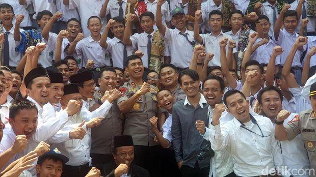 Sambangi Siswa MAN 1 Sukabumi, Kapolda Jabar: Mereka Antiradikalisme