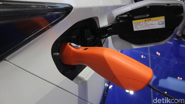 Colokan mobil listrik Foto: Dadan Kuswaraharja