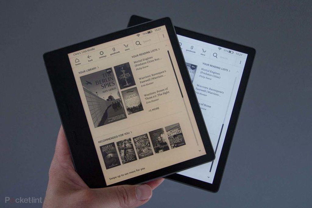 Kindle Oasis edisi tahun 2019 bentuknya sebenarnya sama saja degan Kindle Oasis tahun 2017. Dengan model ini, Amazon menciptakan pembaca buku digital dengan finish premium. Foto: Pocket Lint