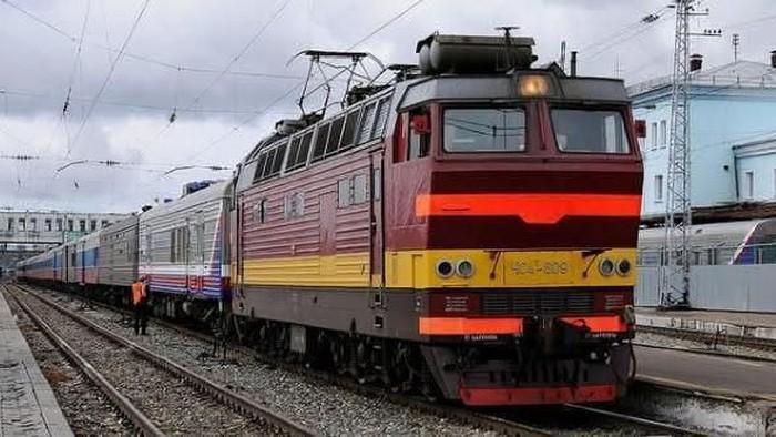 Kereta Api jadi salah satu transportasi yang digemari. Pasalnya selain cepat sampai tujuan, kereta juga mampu mengangkut banyak orang.