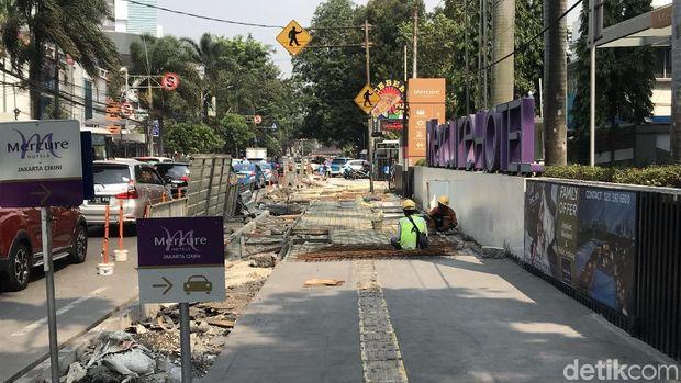 Proyek pelebaran trotoar disebut-sebut biang polusi di DKI.