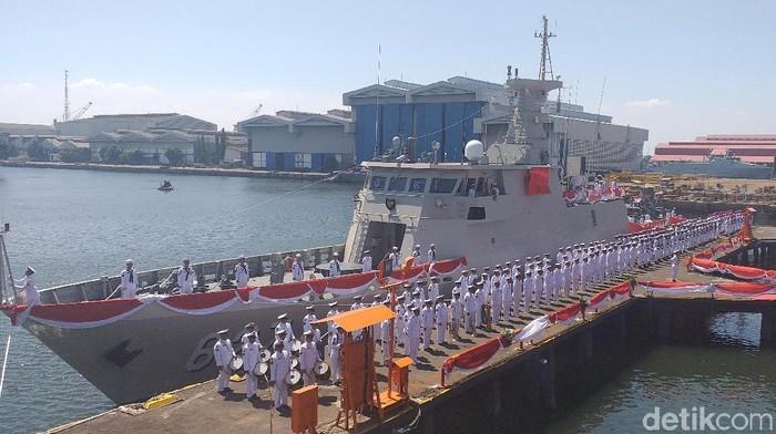 PT PAL Indonesia menuntaskan pembuatan KRI Kerambit-627 pesanan Kementerian Pertahanan (Kemenhan). Penyerahan kapal perang jenis Kapal Cepat Rudal (KCR) 60 meter itu dilakukan di Dermaga Divisi Kapal Perang PT PAL Ujung, Surabaya.
