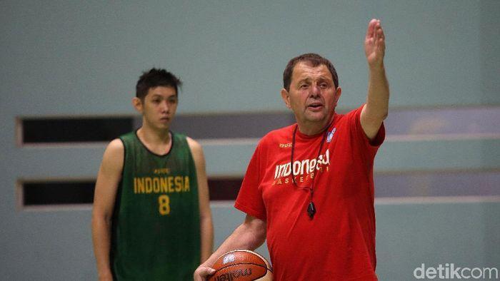 Rajko Toroman membutuhkan tambahan pemain muda potensial di Timnas basket putra. (Agung Pambudhy/detikSport)