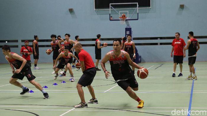 Timnas basket Indonesia menggelar latihan bersama pelatih baru, Rajko Toroman (Foto: Agung Pambudhy/detikSport)