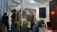 Siti Badriah menyulap daerah rumahnya dan menjadikan tempat acara pernikahan.