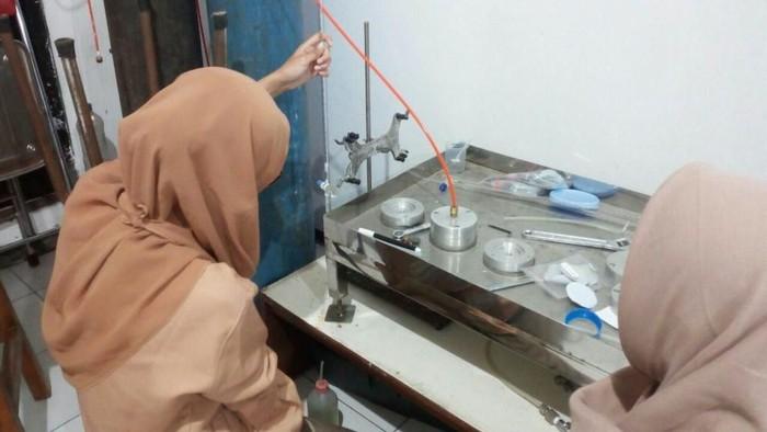 Penelitian yang dilakukan mahasiswa ITS (Foto: Humas ITS)