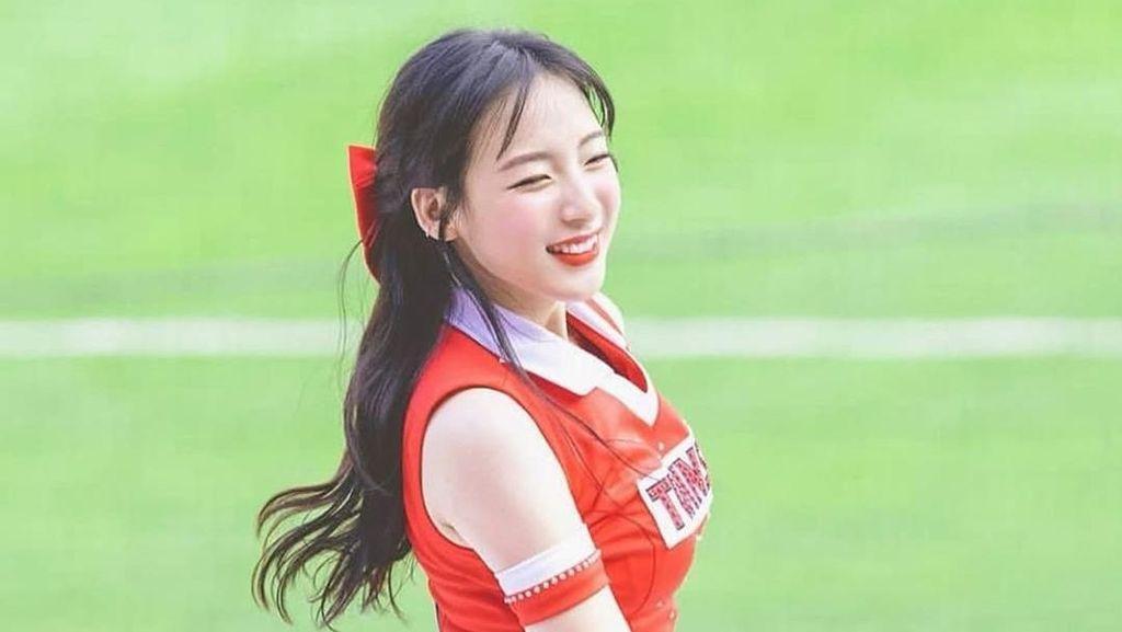 Cheerleader Cantik dari Korea Viral, Bikin Pria Jatuh Cinta