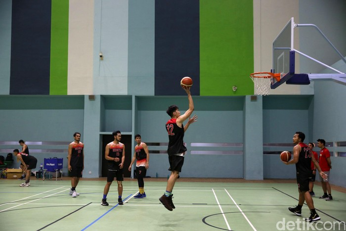 Tim nasional basket putra Indonesia menggelar latihan sebagai persiapan SEA Games 2019 di GBK Arena, Senayan, Kamis (25/7/2019). Latihan dipimpin langsung oleh pelatih baru, Rajko Toroman.