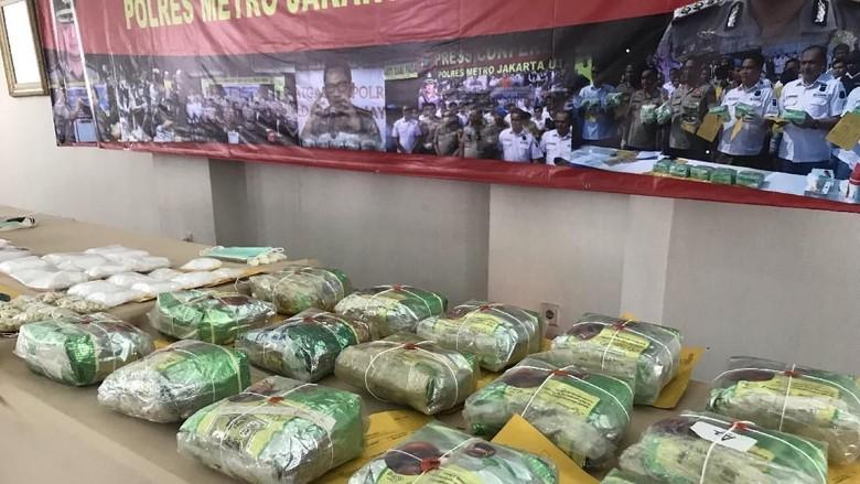 Polres Jakut Musnahkan 16 Kg Sabu dan 1.300 Butir Pil Ekstasi