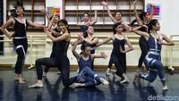 Di bidang balet, Namarina berafiliasi dengan The Royal Academy of Dance (RAD) di Inggris sejak 1975.