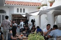 Sudoet Tjerita : Makan Mix Platter dan Teh Bunga Telang di Kafe Instagenik
