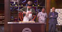 Gordon Ramsay Pamer Kebolehan Potong Ayam dengan Mata Tertutup