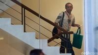 Saat tiba di gedung KPK, Gatot langsung naik ke ruang atas untuk menjalani pemeriksaan.
