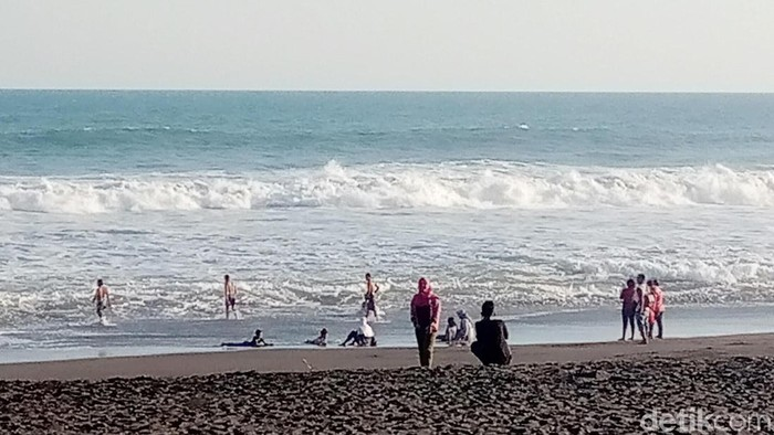 Kawasan pesisir selatan Jawa di Kebumen masuk wilayah kawasan rawan bencana tsunami.