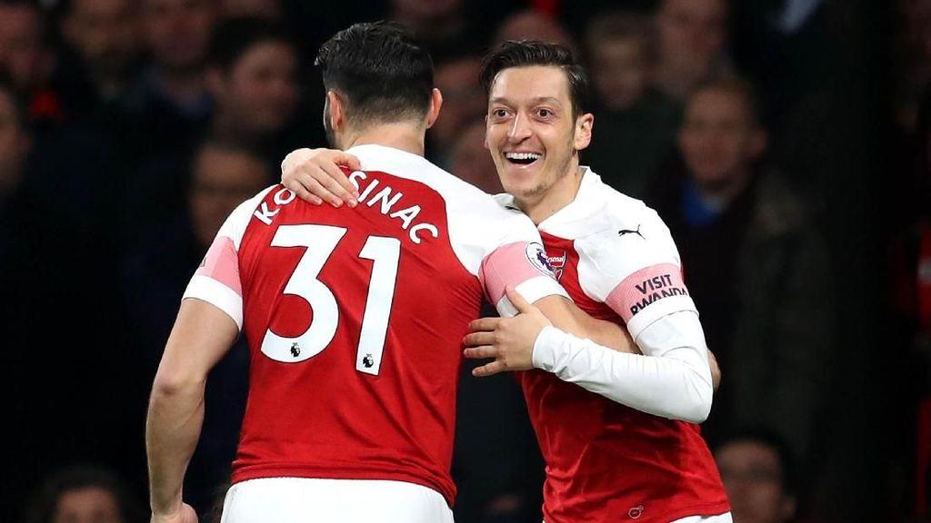 Spekulasi Masa Depan Oezil di Arsenal, Emery: Belakangan Dia Mau Kerja Keras kok