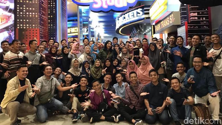 Serunya 150 Alumni SMA CT Arsa Nikmati Wahana Trans Studio Cibubur