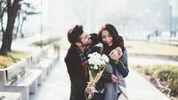 Ciri-ciri Pria yang Menutupi Perasaan Cintanya, Perhatikan 10 Sikapnya Ini