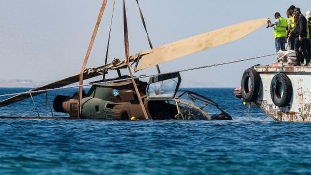 Yordania Tenggelamkan Tank Hingga Heli ke Laut, Buat Apa?