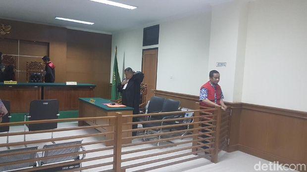 Terdakwa Herman Husodo dan Triono