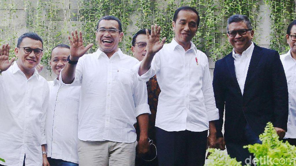 Senyum Jokowi dan Elite Koalisi di Rapat Pembubaran TKN