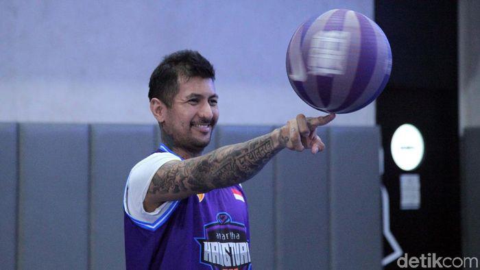 Pemain Kelly Purwanto merupakan mantan pemain nasional yang sekarang bergabung dengan Amartha-Hangtuah