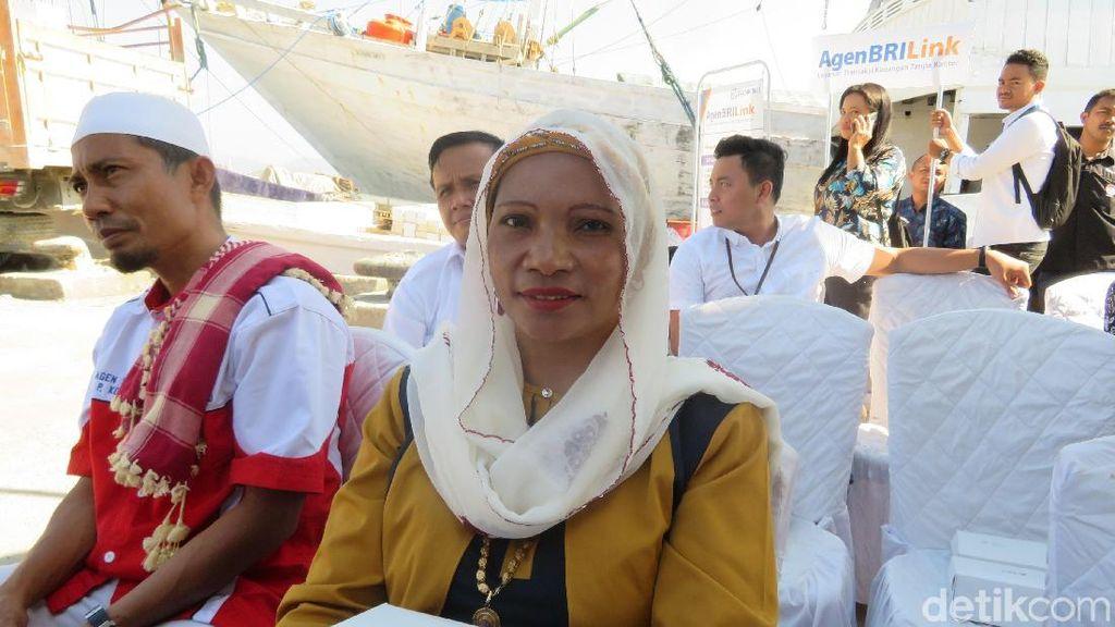 Cerita Warga Pulau Komodo Nyeberang Laut 4 Jam Demi Transfer Duit