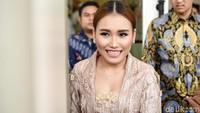 Adapula netizen yang usil berkomentar bahwa Ayu sudah cocok untuk jadi pengantin lagi nih, setuju?Pool/Noel/detikFoto.