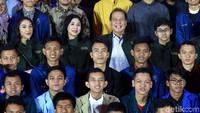 Selain dihadiri langsung oleh Founder and Chairman CT Corp, Chairul Tanjung beserta kedua anaknya, Putra Tanjung dan Putri Tanjung, acara ini juga dihadiri oleh jajaran direksi CT Corp dan ratusan alumni siswa sekolah unggulan CT Arsa Foundation.