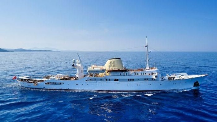 Valef Yachts, sebuah perusahaan charter Kapal Pesiar di Yunani punya kapal pesiar yang harga sewanya mencapai Rp 1,4 miliar/hari. Seperti apa penampakannya?