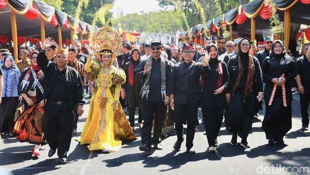 Buka Banyuwangi Ethno Carnival, Menteri Pariwisata: Keren!