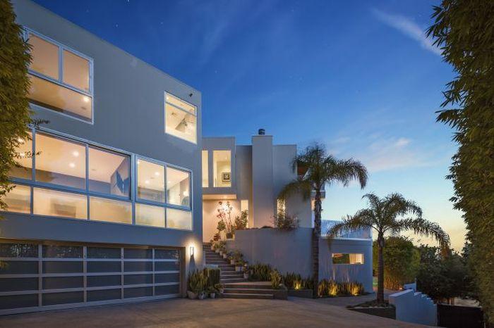 Rumah ini berlokasi di Hollywood Hills, Los Angeles (LA), California Amerika Serikat. Istimewa/Dok. CNBC Make It/Anthony Barcelo.