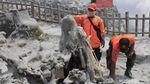 Abu Vulkanik di Tangkuban Perahu Dibersihkan