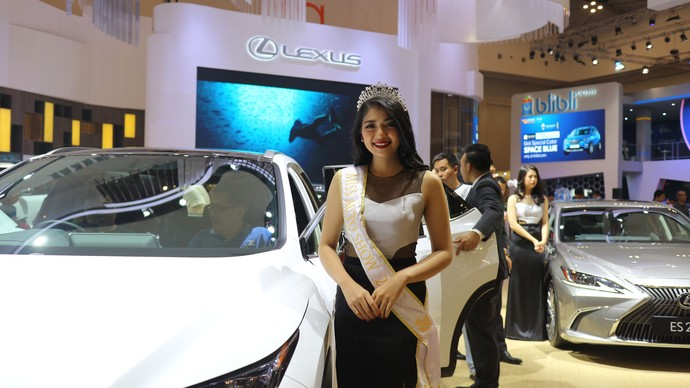 Cantiknya Miss Auto Show 2019