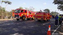 Truk CNG Terguling Lumpuhkan Pantura Pasuruan, Kendaraan Dialihkan ke Tol